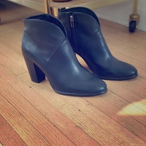 Vince Camuto Franell black booties